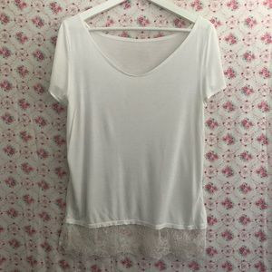 Tops - Medium White T with Lace Hem
